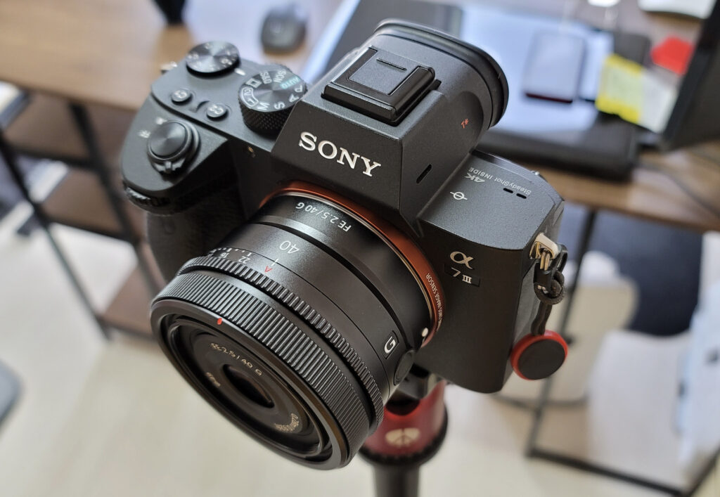 FE40mm F2.5G(SEL40F25G)外観